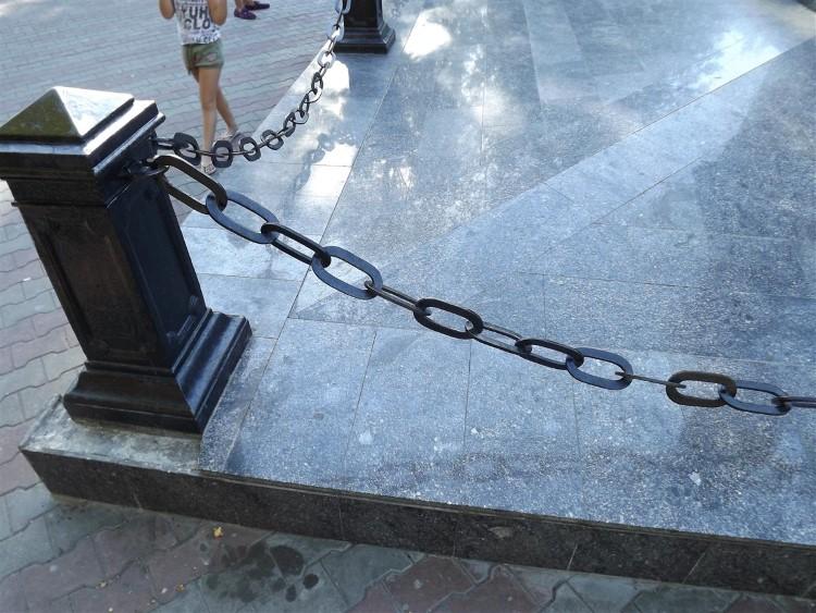оградки из цепей фото штата по-прежнему обещает