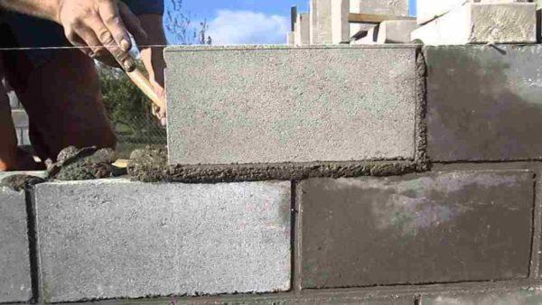Работы по устройства ограды из блоков