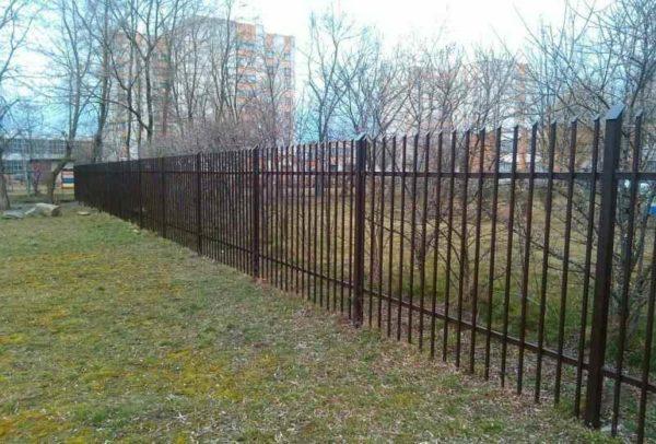 Сварной забор и соседи