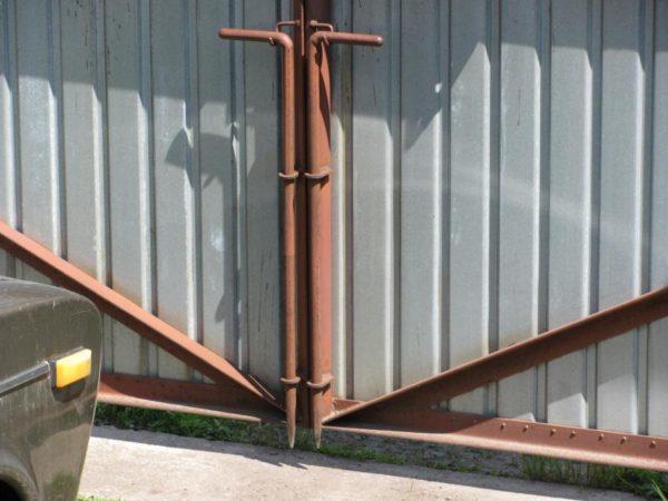Вертикальный засов для ворот