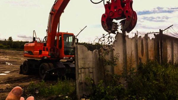Снос бетонного ограждения