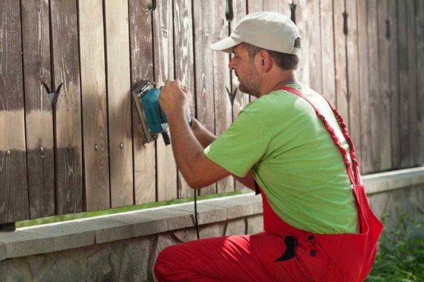 Работы перед покраской деревянного забора