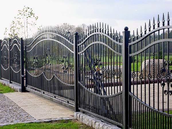 Сварной металлический секционный забор