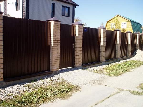 Забор из профлиста своими руками