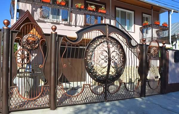 Кованые забор и ворота