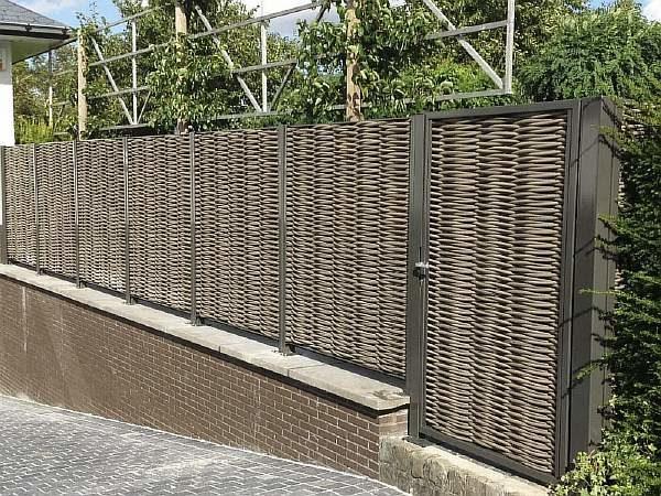 Забор из полимерной лозы