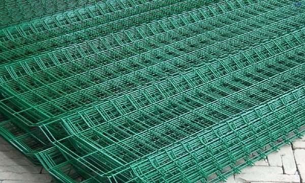 Изгородь из металлической сетки