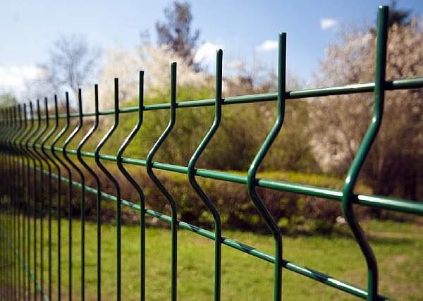 Ограда на берегу
