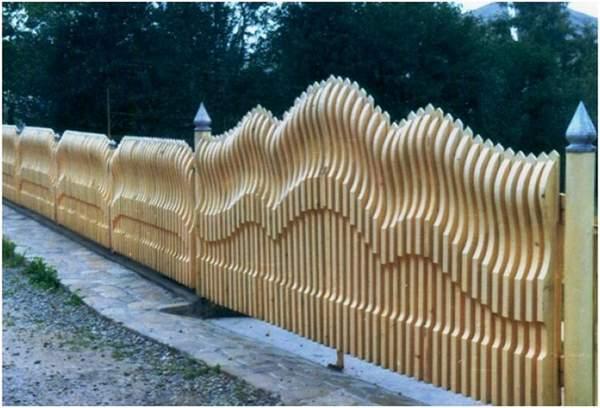Красивые деревянный резной забор