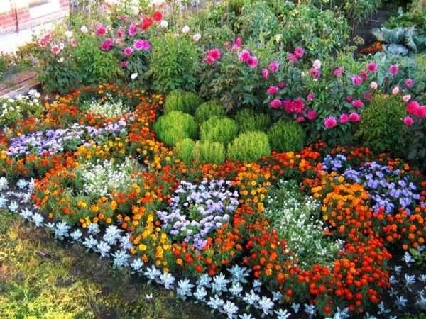 Модель декорации цветочной клумбы