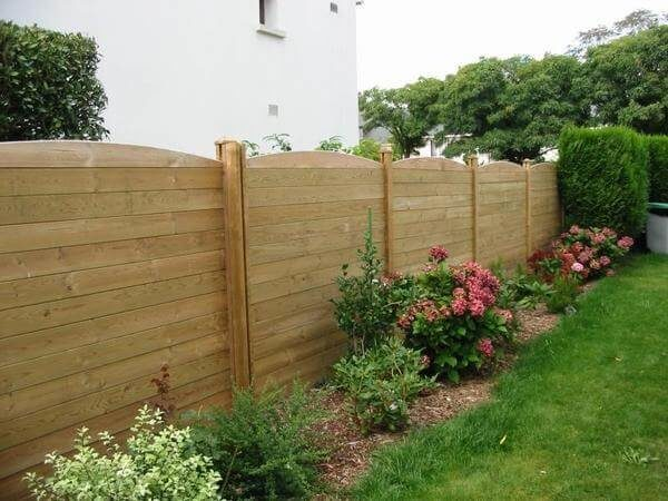 Забор соседа на моем участке