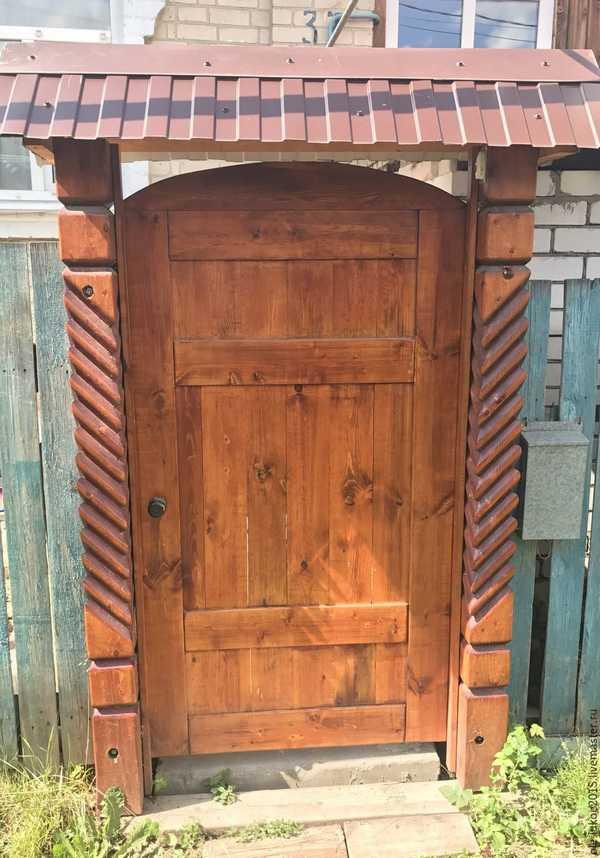 Дверца из хвои