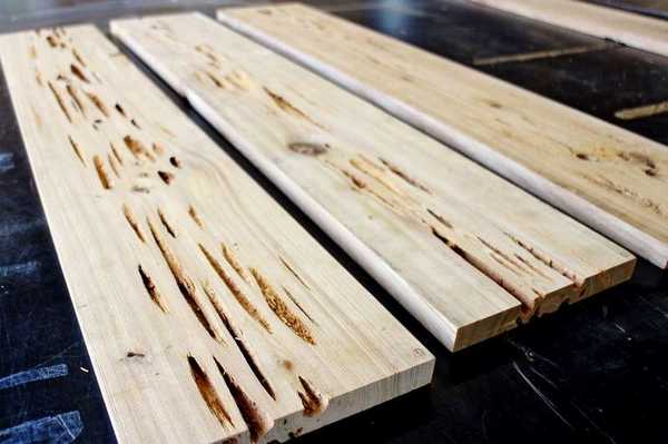 Повреждения на древесине