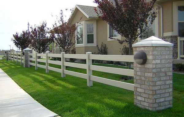 Идея ограды в стиле ранчо