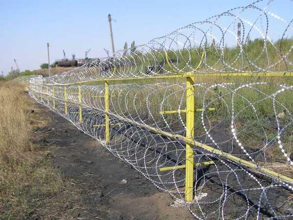 Забор за городом