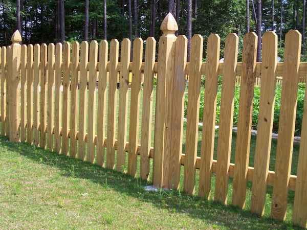 Внешний вид изгороди из древесины
