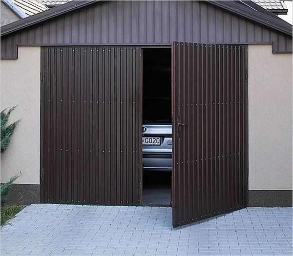 Чем обшить ворота гаража