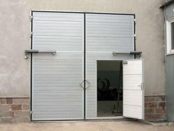 чем обшить ворота гаража изнутри и снаружи на улице своими