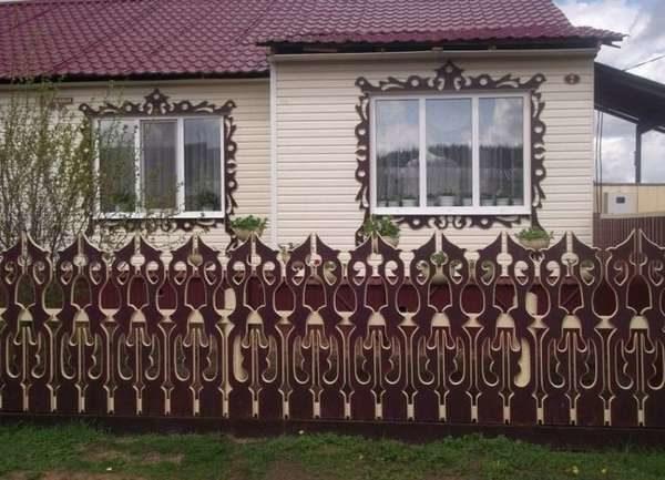 Резной забор из дерева
