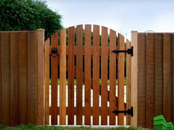 Около ворот