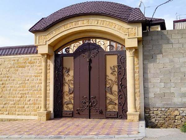 Арка над калиткой и воротами