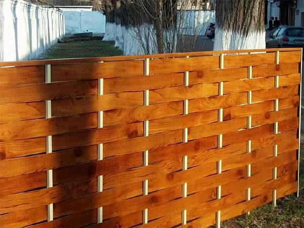 Ограда из досок