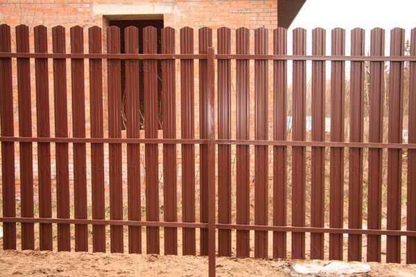 Расстояние между штакетинами в заборе