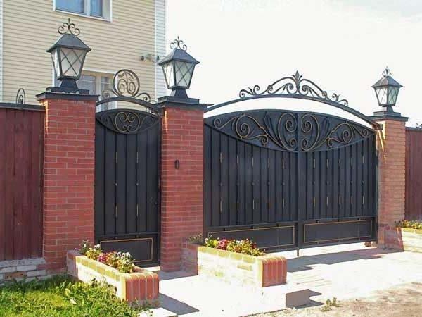 Забор частного дома
