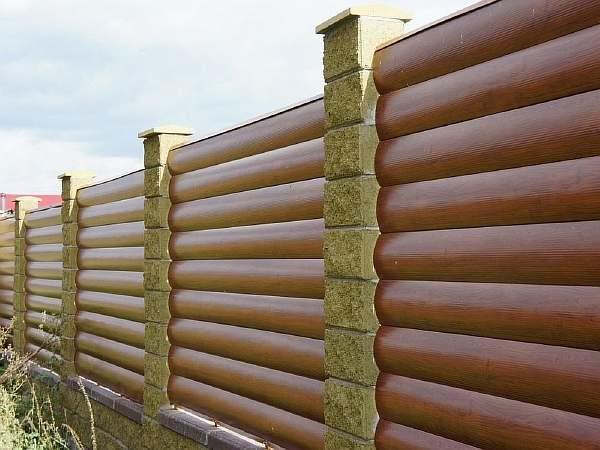 Забор из блокхауса