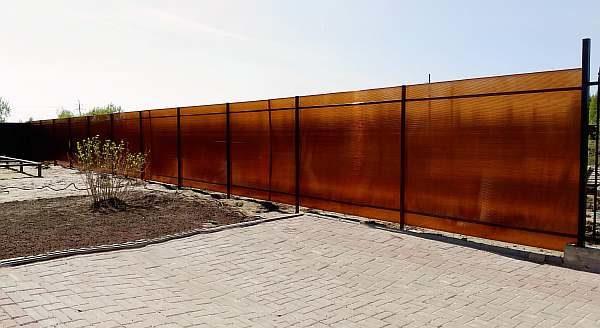 Забор частного дома на даче
