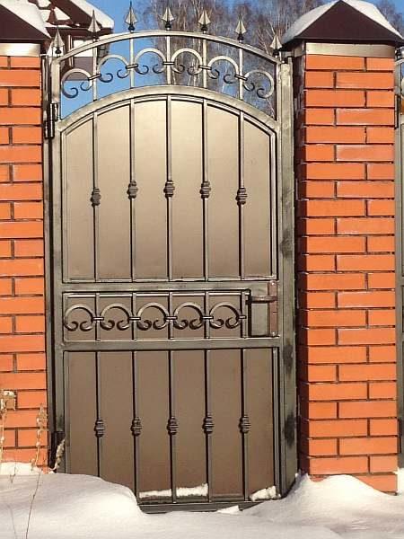 Дверца в изгороди