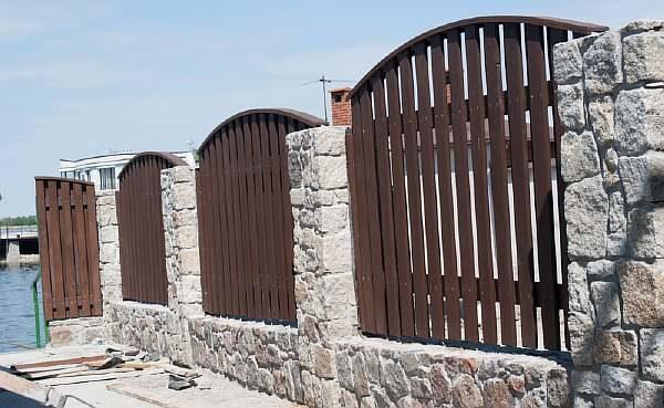 Забор на дачном участке