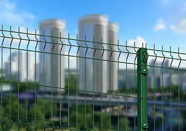 Ограда дома на даче