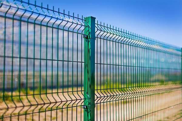 Ограда на улице