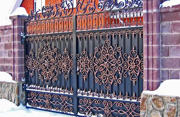 Дверцы из металла