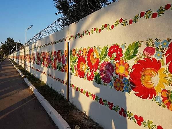 Роспись на заборе