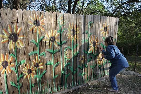 Рисунки на заборе